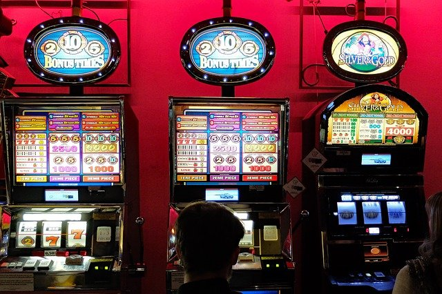 How to play in online slot machines in Singapore?