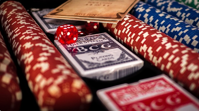 best time to play poker