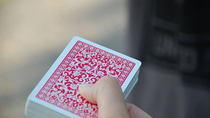 How to clean your playing cards?
